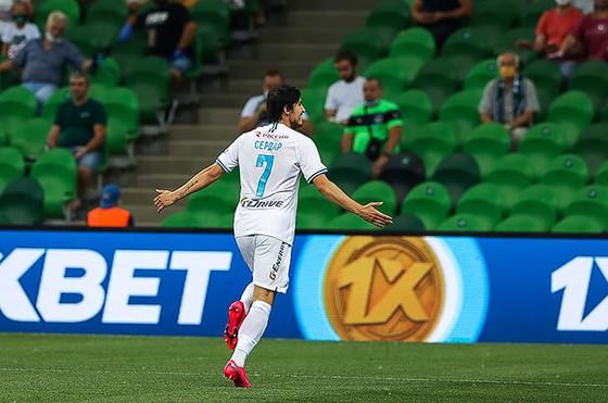 Zenit Saint Petersburg vui mừng ăn mừng ngôi vô địch Nga lịch sử, Ivanovic quẩy tưng bừng ảnh 1