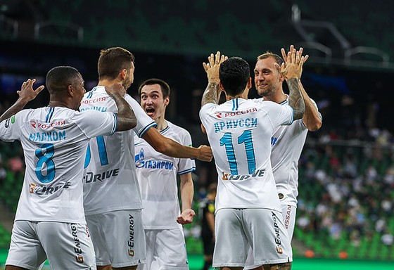 Zenit Saint Petersburg vui mừng ăn mừng ngôi vô địch Nga lịch sử, Ivanovic quẩy tưng bừng ảnh 2