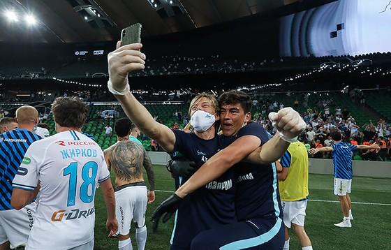 Zenit Saint Petersburg vui mừng ăn mừng ngôi vô địch Nga lịch sử, Ivanovic quẩy tưng bừng ảnh 4