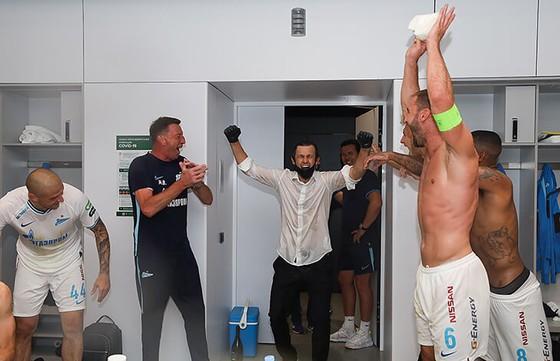 Zenit Saint Petersburg vui mừng ăn mừng ngôi vô địch Nga lịch sử, Ivanovic quẩy tưng bừng ảnh 5