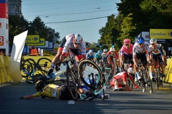 Tour de Pologne: Đua nước rút ở đích đến, Fabio Jakobsen gặp tai nạn thảm khốc, phải mổ não ảnh 1