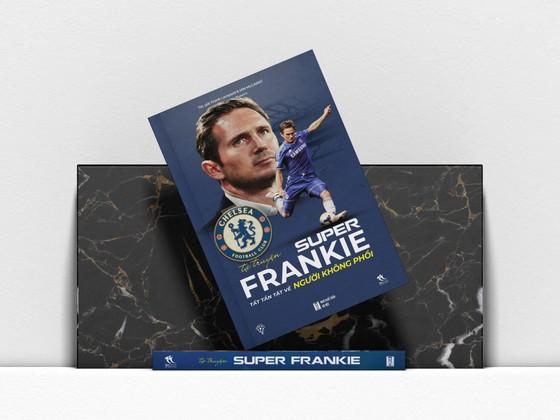 Tự truyện Super Frankie - Tất tần tật về Người không phổi: Cuốn sách mà mọi True Blue ở Việt Nam đều mong chờ ảnh 1