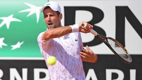 """Italian Open: Djokovic """"làm lại từ đầu"""" bằng 2 ván thắng, Nadal cũng tái xuất với 2 ván thắng ảnh 1"""