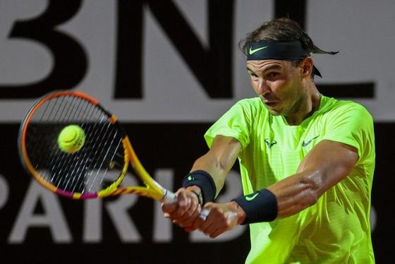 Nadal lọt vào tứ kết