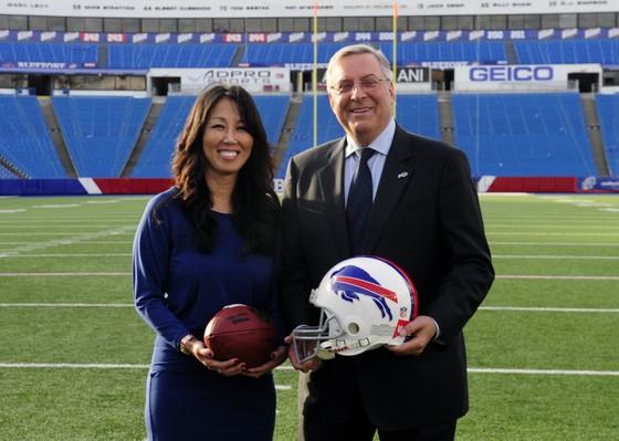 Gia thế khủng của cô gái loại Victoria Azarenka: Cha là tỷ phú mượn 7.500 USD khởi nghiệp, thắng Donald Trump khi mua Buffalo Bills ảnh 4