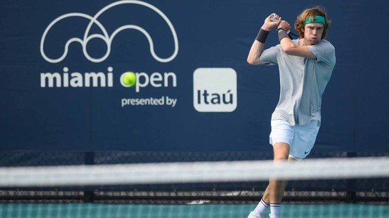 """Miami Open: Rublev chỉ đang """"may mắn"""", Medvedev có thêm năng lượng vì ngôi hạng 2 ảnh 1"""