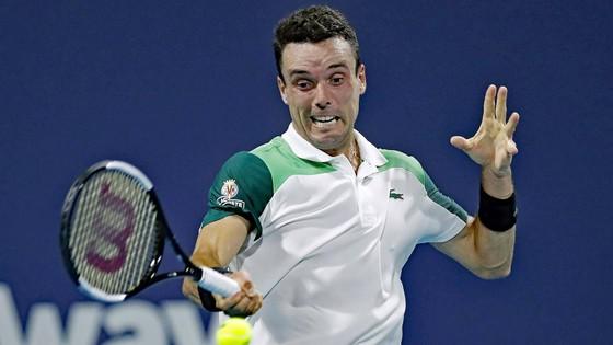 Miami Open: Sakkari loại Osaka, Bautista chặn đứng Medvedev ảnh 2