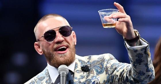 """""""Gã điên Ailen"""" Conor McGregor: Muốn mua MU, nhưng tổng tài sản 252 triệu USD chưa đủ có 10% cổ phần ảnh 4"""
