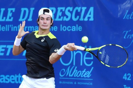 Tay vợt hạng 317 thế giới đòi giết trọng tài, tay vợt hạng 107 thế giới loại Alexander Zverev ảnh 1