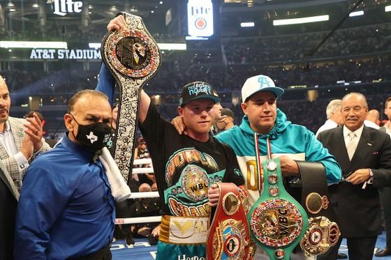 Canelo Alvarez: Đấm vỡ xương gò má Billy Joe Saunders, khiến đối thủ không thể ứng chiến sau hiệp 8 ảnh 7