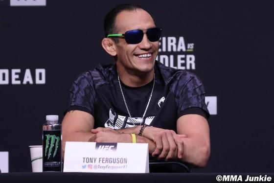 """UFC 262: Trưa mai, """"Iron"""" Michael Chandler đấu """"Do Bronx"""" Charles Oliveira để tranh đai hạng nhẹ của Khabib Nurmagomedov ảnh 4"""