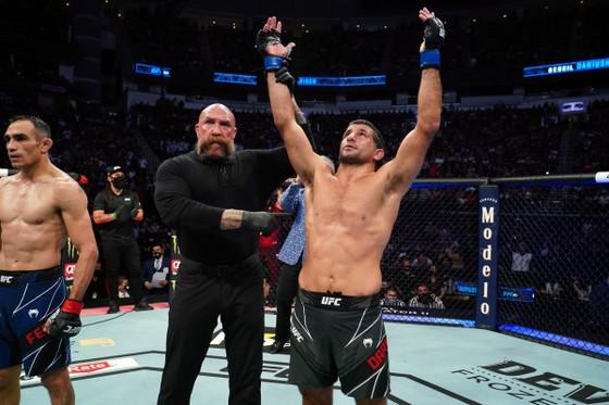 """UFC 262: Charles """"Do Bronx"""" thừa kế di sản của """"Đại bàng Nga"""", """"Ông kẹ"""" thua trận thứ 3 liên tiếp ảnh 2"""