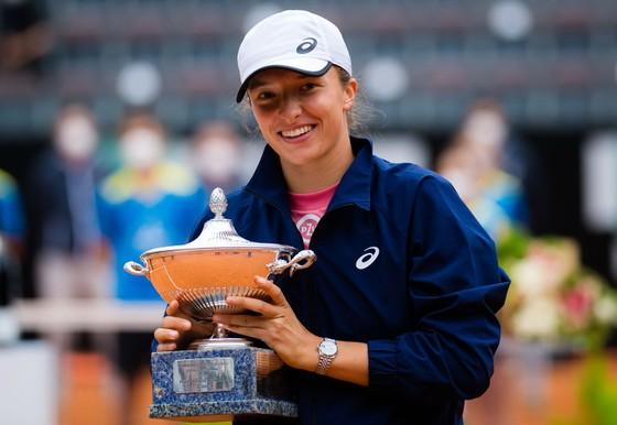 """Italian Open (Rome Masters): Đánh bại Djokovic sau 3 ván, Nadal thắng danh hiệu """"Thập toàn thập mỹ"""" ảnh 1"""