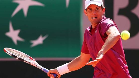 """Roland Garros: """"Hoàng tử sân đất nện"""" Dominic Thiem bị loại ngay trong ngày mở màn ảnh 1"""