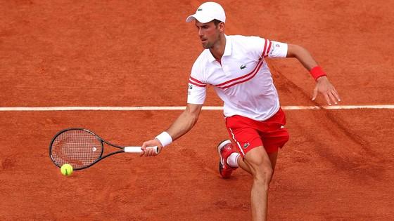 Roland Garros: Federer ngạc nhiên với bản thân, Djokovic sẵn sàng tiến sâu, Nadal mừng sinh nhật 35 tuổi ảnh 2