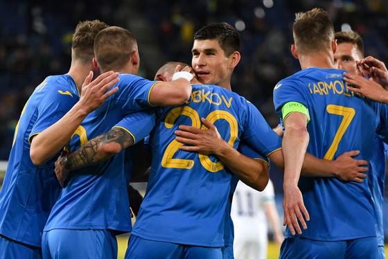 Niềm vui chiến thắng của tuyển Ukraine