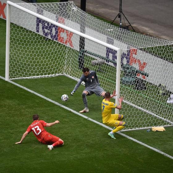 """Ukraine - Bắc Macedonia 2-1: """"2 Yar"""" lại nổ súng, 2 quả penalty kịch tính và Pandev thua tiếc nuối ảnh 1"""