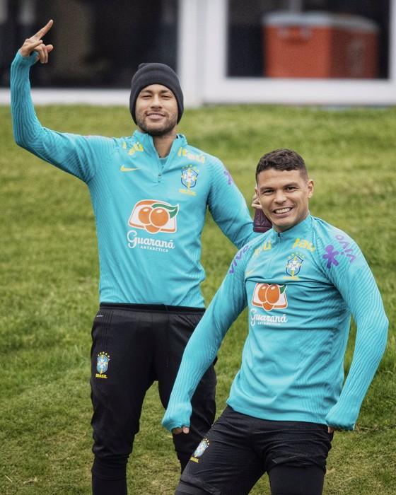 Neymar và Thiago Silva