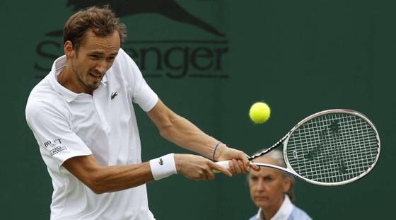 Wimbledon: Djokovic, Federer thắng sau 3 ván - tay vợt 20 tuổi Felix cũng vào tứ kết ảnh 3