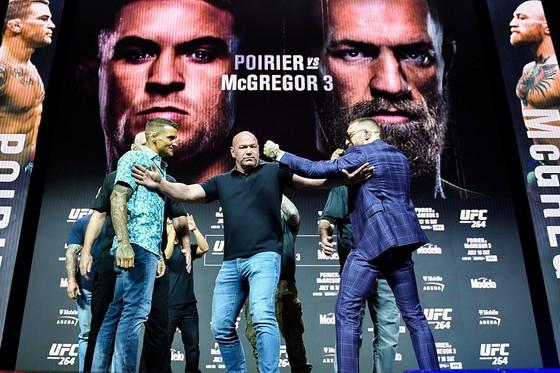"""UFC 264: Conor McGregor vs Dustin Poirier III - """"Gã điên Ailen"""" lại làm trò, với chân đá đối thủ ảnh 2"""