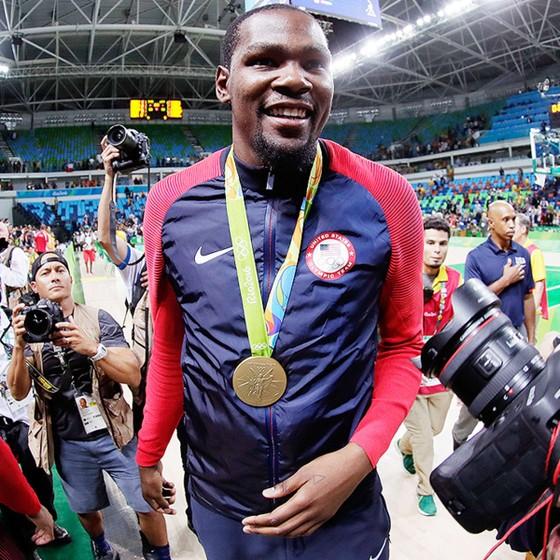 """Olympic Tokyo: """"Dream Team"""" sẽ vinh danh Kobe Bryant, nhưng không có Stephen Curry, LeBron James ảnh 1"""