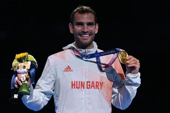 """""""Kiếm Vương"""" Áron Szilágyi: Xứng danh anh hùng với tấm HCV 3 kỳ Olympic liên tiếp ảnh 7"""