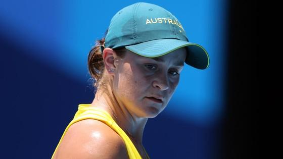 Naomi Osaka thắng trận đầu tiên, Ashleigh Barty bị loại, Andy Murray thành cựu vô địch ảnh 1