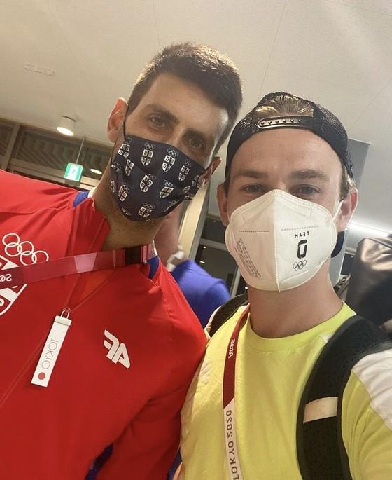 Novak Djokovic: Ngôi sao nổi tiếng số 1 ở Olympic, ai cũng muốn xin chữ ký và chụp hình ảnh 2