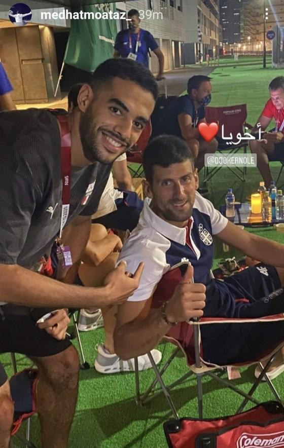 Novak Djokovic: Ngôi sao nổi tiếng số 1 ở Olympic, ai cũng muốn xin chữ ký và chụp hình ảnh 3