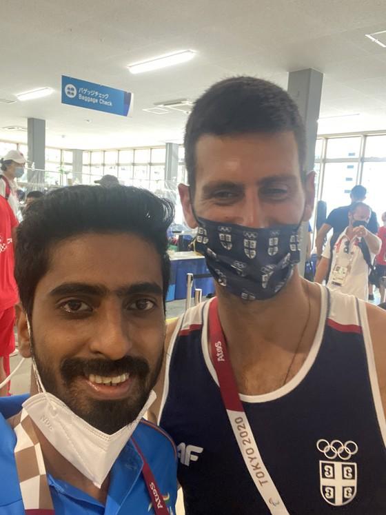 Novak Djokovic: Ngôi sao nổi tiếng số 1 ở Olympic, ai cũng muốn xin chữ ký và chụp hình ảnh 4