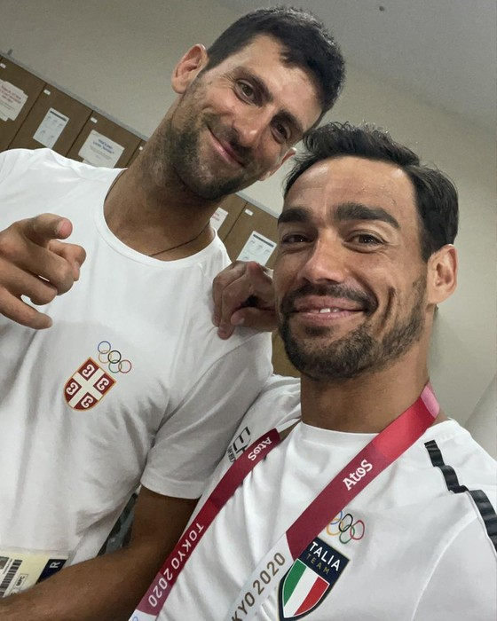 Novak Djokovic: Ngôi sao nổi tiếng số 1 ở Olympic, ai cũng muốn xin chữ ký và chụp hình ảnh 7