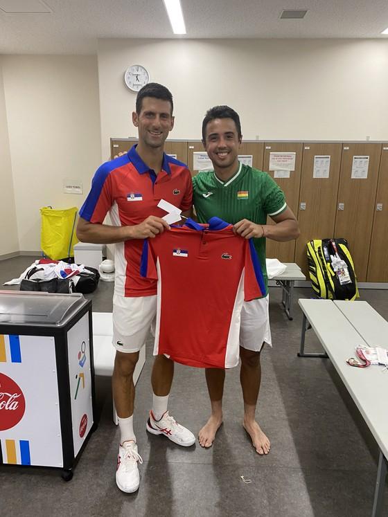 Novak Djokovic: Ngôi sao nổi tiếng số 1 ở Olympic, ai cũng muốn xin chữ ký và chụp hình ảnh 9