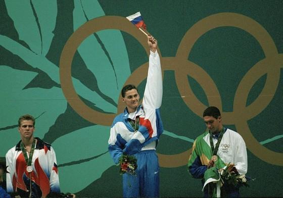 Kình ngư Evgeny Rylov giành HCV lịch sử cự ly 100m ngửa nam vốn thuộc 'thuỷ vực' của người Mỹ ảnh 1