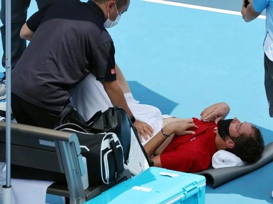 Novak Djokovic đấu Kei Nishikori ở tứ kết, Daniil Medvedev hỏi khó trọng tài, chỉ trích cả phóng viên ảnh 2