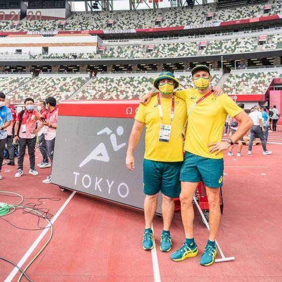 62 thành viên Đội tuyển điền kinh Australia phải cách ly vì VĐV nhảy sào Mỹ Sam Kendricks dương tính với Covid-19 ảnh 1