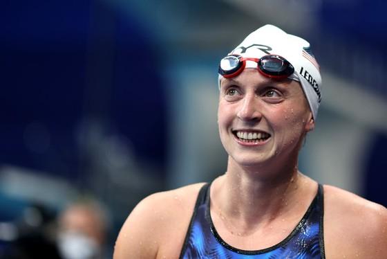 Katie Ledecky, Caeleb Dressel tiếp tục chiến đấu cho giá trị của người Mỹ trên đường đua xanh ảnh 1
