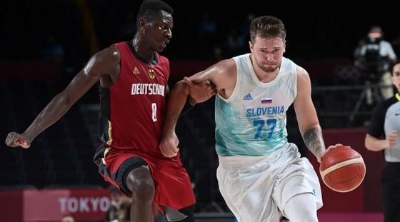 """""""Vua ghi điểm"""" Kevin Durant tiếp tục ghi 29 điểm, giúp tuyển bóng rổ Mỹ đánh bại Tây Ban Nha 95-81 ảnh 3"""