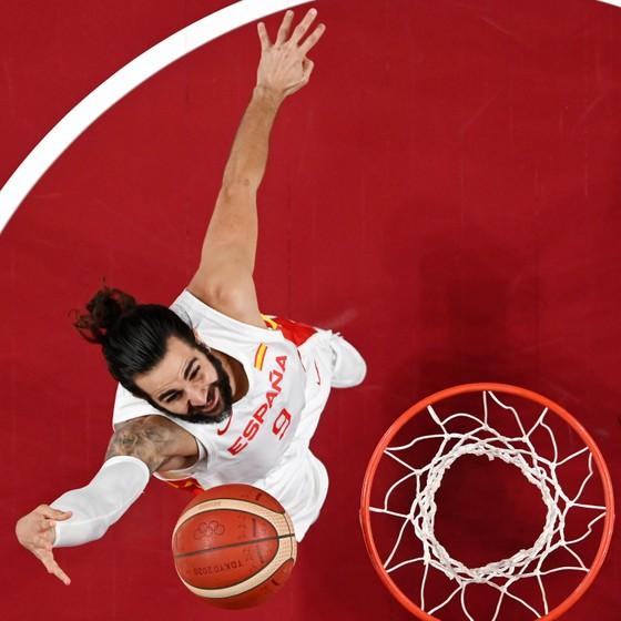 """""""Vua ghi điểm"""" Kevin Durant tiếp tục ghi 29 điểm, giúp tuyển bóng rổ Mỹ đánh bại Tây Ban Nha 95-81 ảnh 2"""