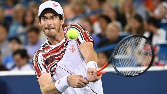 Vẫn với miếng kim loại trên hông, lần này Andy Murray lại báo thù Richard Gasquet