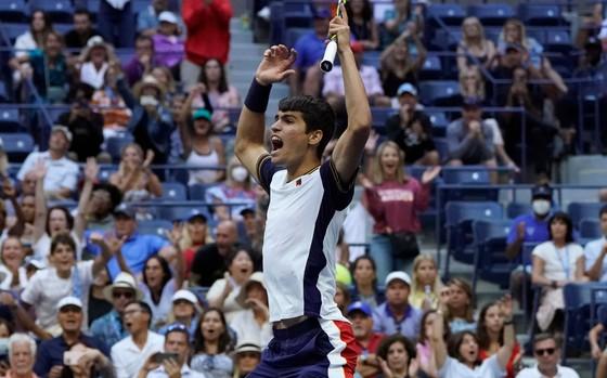 US Open: Tay vợt 18 tuổi chấm dứt sự hiện diện gây tranh cãi của Stefanos Tsitsipas ảnh 1