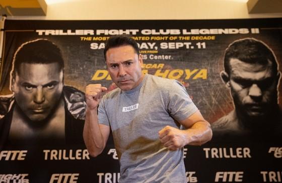 """""""Ông bầu"""" Oscar de la Hoya: Đã tiêm vaccine vẫn… mắc Covid-19, bỏ trận đấu với võ sĩ MMA Vitor Belfort ảnh 1"""