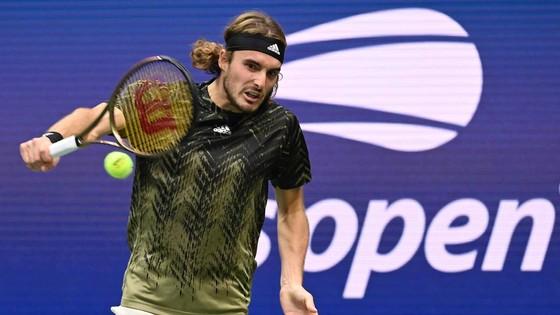 US Open: Tay vợt 18 tuổi chấm dứt sự hiện diện gây tranh cãi của Stefanos Tsitsipas ảnh 2