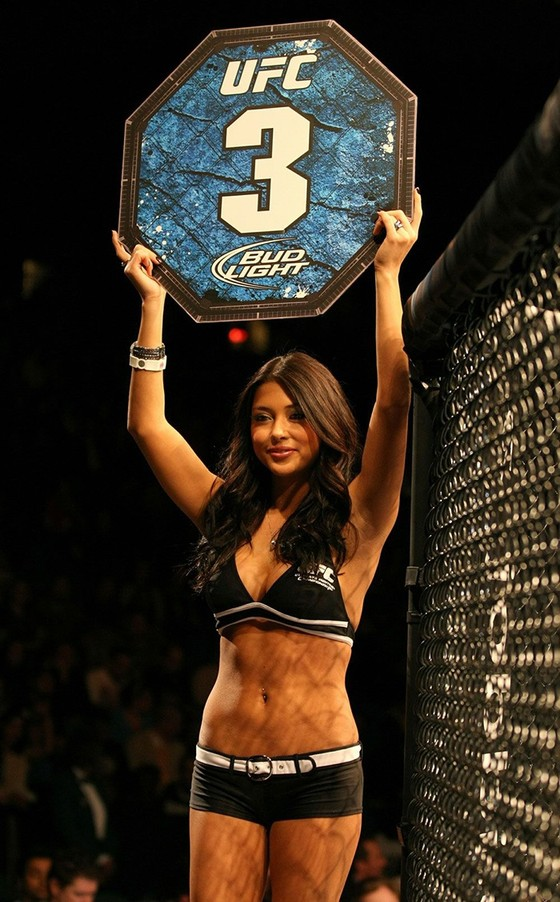 """""""Ring Girl triệu đô"""" Arianny Celeste đáp trả đanh thép: Khabib sẽ phải tôn trọng tôi ảnh 4"""