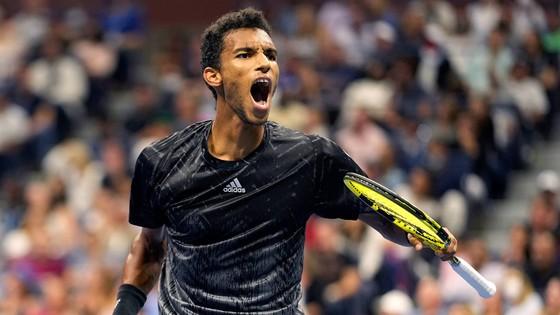 US Open: Gã trai 18 tuổi Carlos Alcaraz tiếp tục gây náo nhiệt ở New York ảnh 2