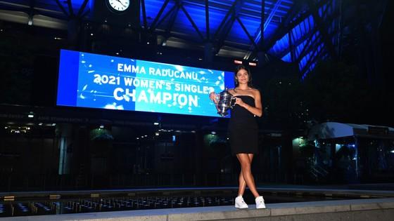 US Open: 'Quý cô' Emma Raducanu thắp lại ngọn lửa Anh sau 53 năm ở Grand Slam trên đất Mỹ ảnh 8