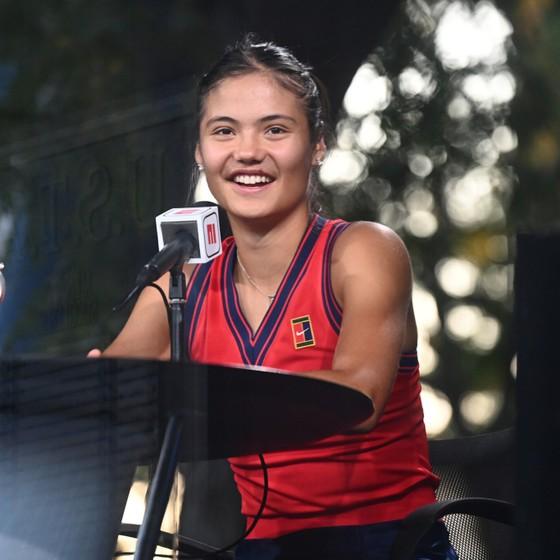US Open: 'Quý cô' Emma Raducanu thắp lại ngọn lửa Anh sau 53 năm ở Grand Slam trên đất Mỹ ảnh 2