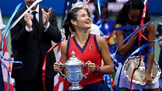 US Open: 'Quý cô' Emma Raducanu thắp lại ngọn lửa Anh sau 53 năm ở Grand Slam trên đất Mỹ ảnh 4