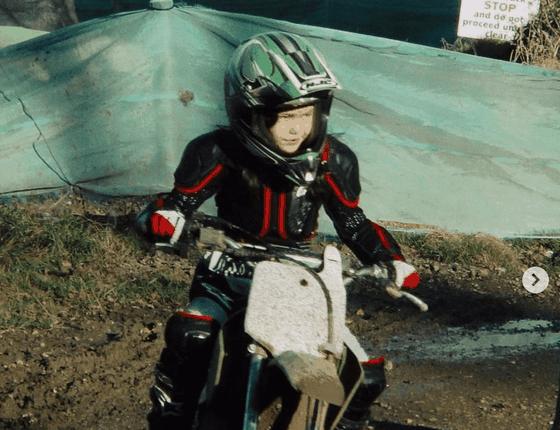 """""""Quý cô Anh quốc"""" Emma Raducanu: Yêu thích đua xe tốc độ, vừa tốt nghiệp Trung học, đang tập làm quen cách… tiêu tiền ảnh 2"""