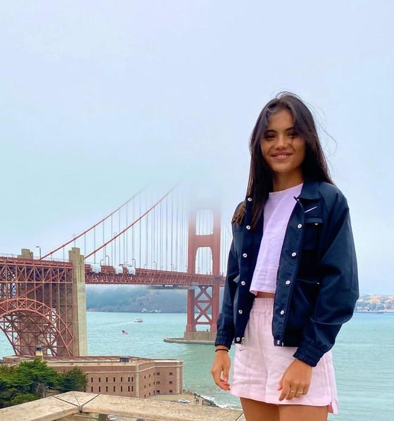 """""""Quý cô Anh quốc"""" Emma Raducanu: Yêu thích đua xe tốc độ, vừa tốt nghiệp Trung học, đang tập làm quen cách… tiêu tiền ảnh 6"""
