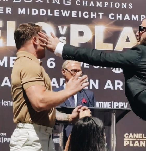 """Canelo Alvarez vs Caleb Plant: Tháng 11 mới chính thức so quyền, nhưng đã kịp """"triết chiêu"""" khiến Caleb rách mặt ảnh 3"""